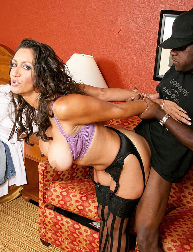 Persia Monir Fucking a Black Guy